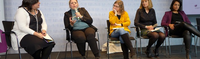 "Der Panel ""Get Networked Up"" (v.l. Melissa Silverstein (Women and Hollywood), Esther Gronenborn (Pro Quote Regie), Kate Brown (EWA), Beryl Richards (Directors UK)"